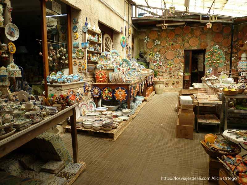 tienda de cerámica de érice datos prácticos para un viaje a sicilia