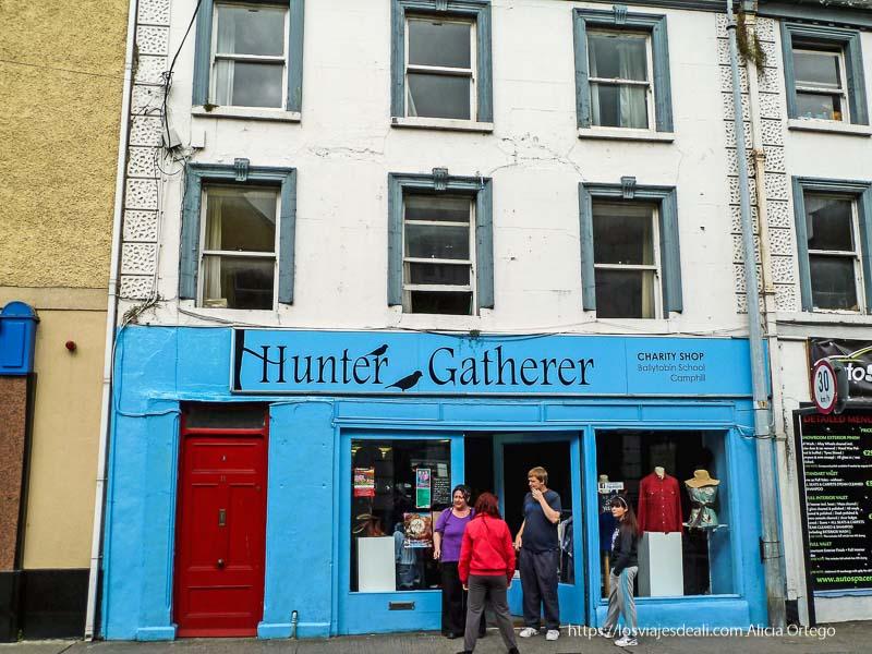 tienda azul llamada Hunter Gatherer kilkenny