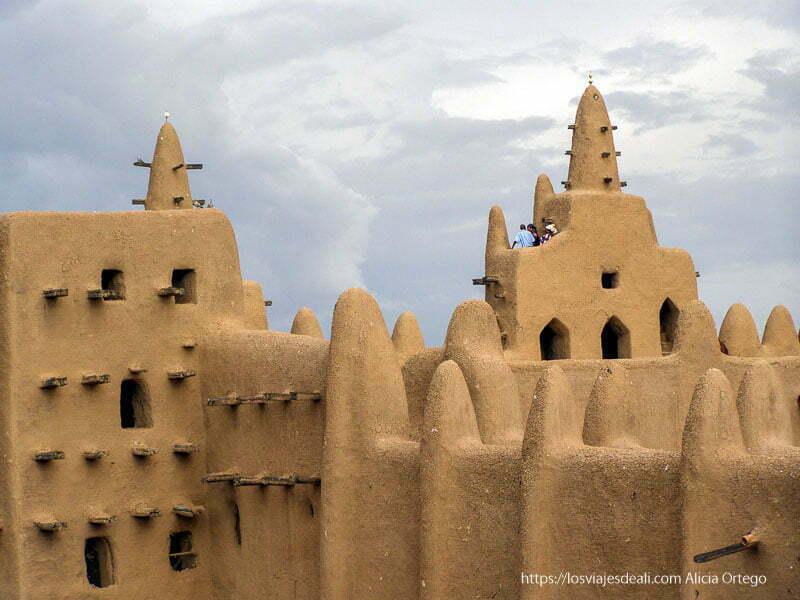 mezquita patrimonio de la humanidad djenne en su dia de mercado