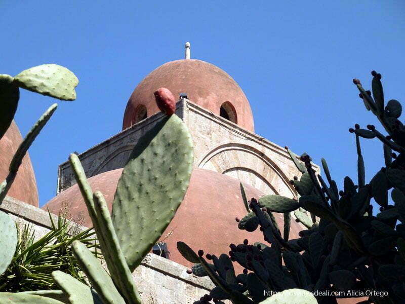 iglesia árabe con cúpulas rojas de Palermo