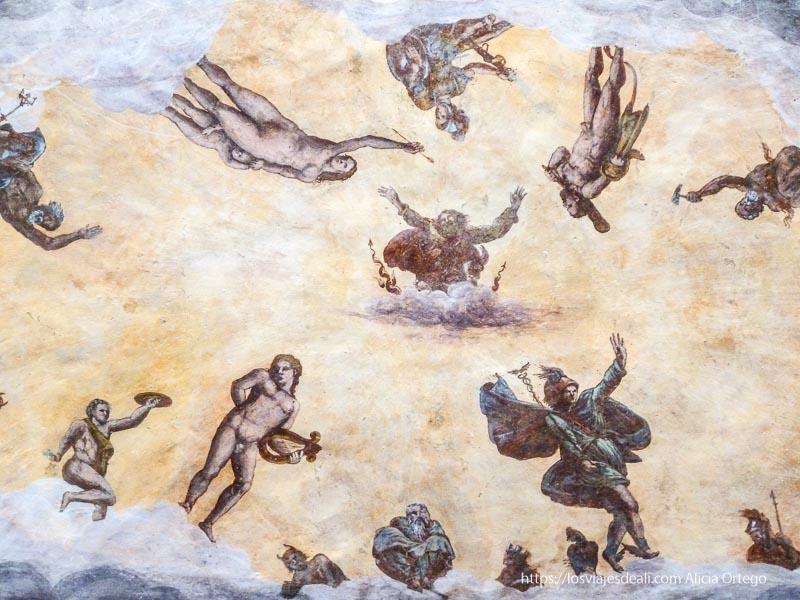 bóveda con frescos cristianos