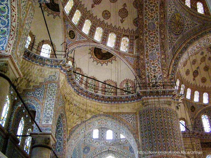decoración de mezquita azul qué ver en un día en estambul