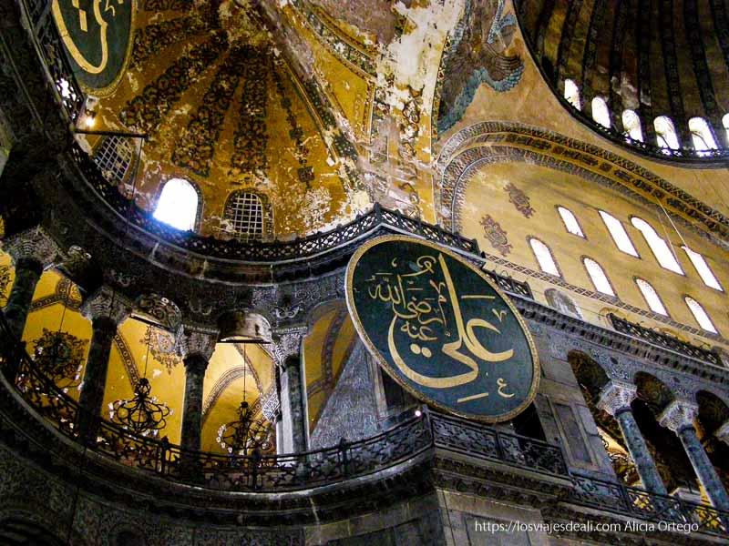 bóvedas de la sala central de santa sofía qué ver en un día en estambul