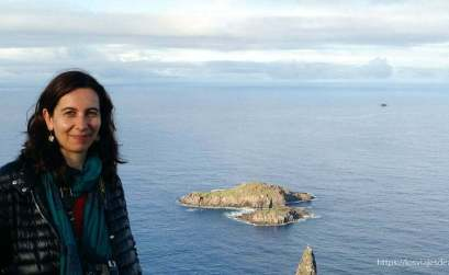 retrato en isla de pascua viajar sola