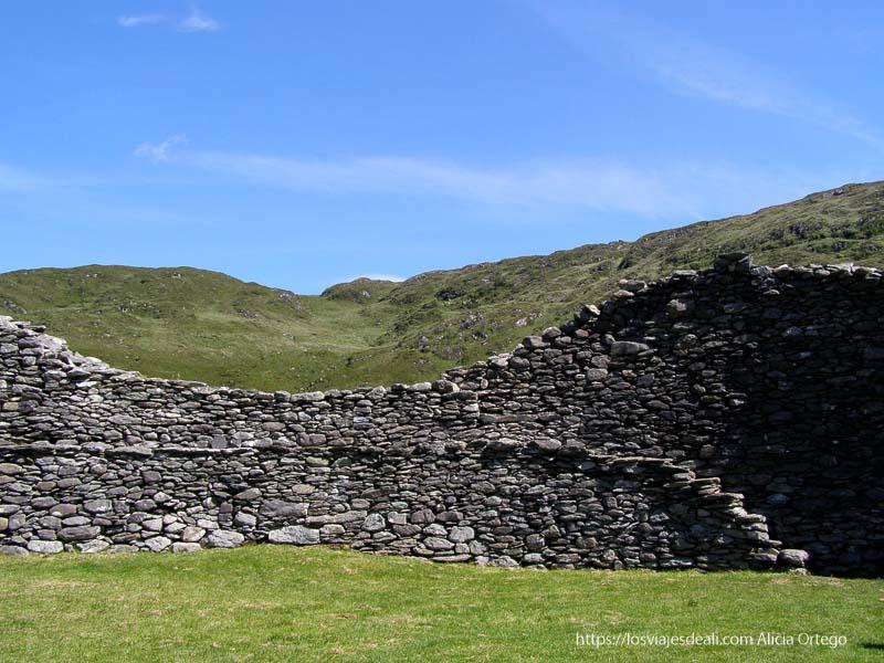 pared interior de ringfort yacimientos arqueológicos en irlanda