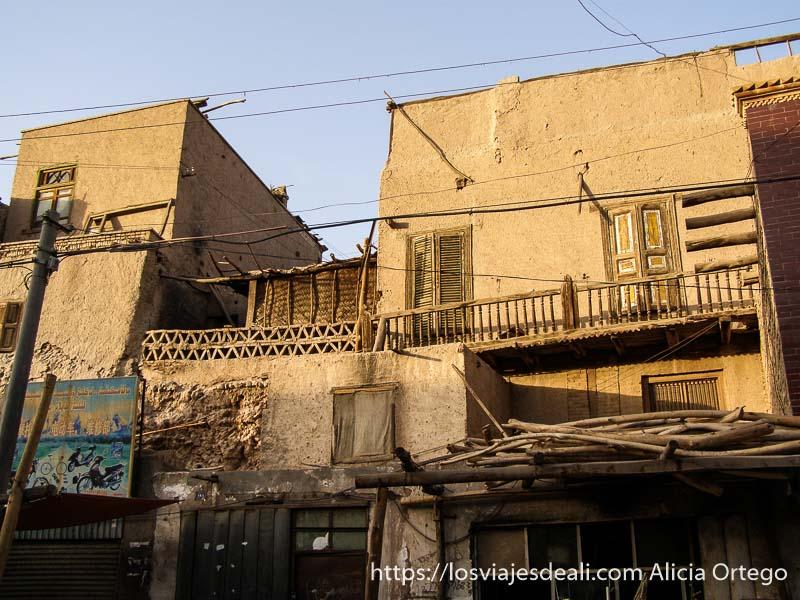 casas de adobe y madera en la vieja kashgar en la ruta de la seda