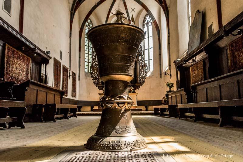pila bautismal de la iglesia de sighisoara