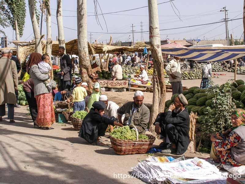 venta de frutas en el mercado de Kashgar