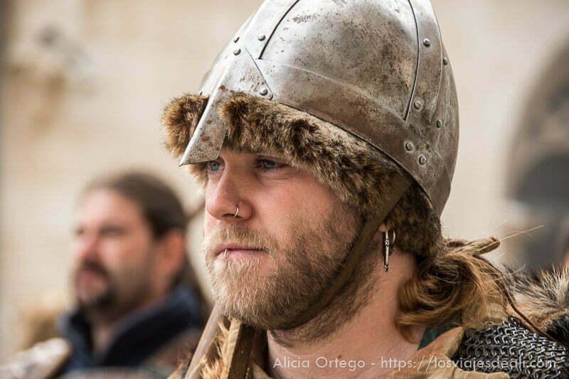 vikingo con su casco en fin de semana cidiano