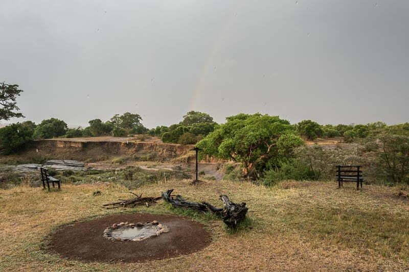 campamento con arco iris en masai mara