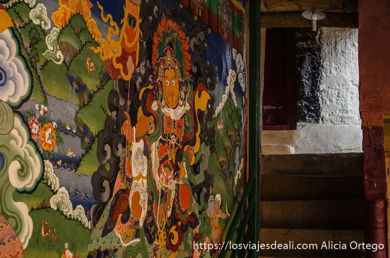 mural pintado con un dios en el monasterio de lamayuru