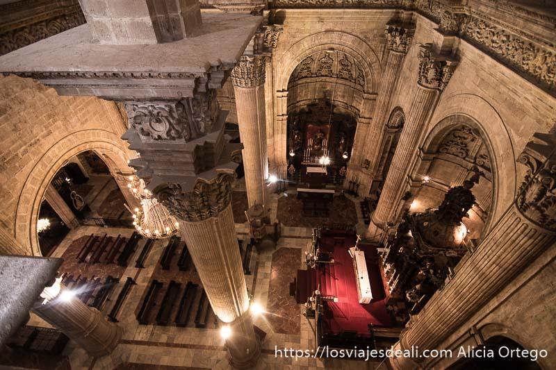 vista de nave principal de la iglesia desde las cubiertas escapada a ronda