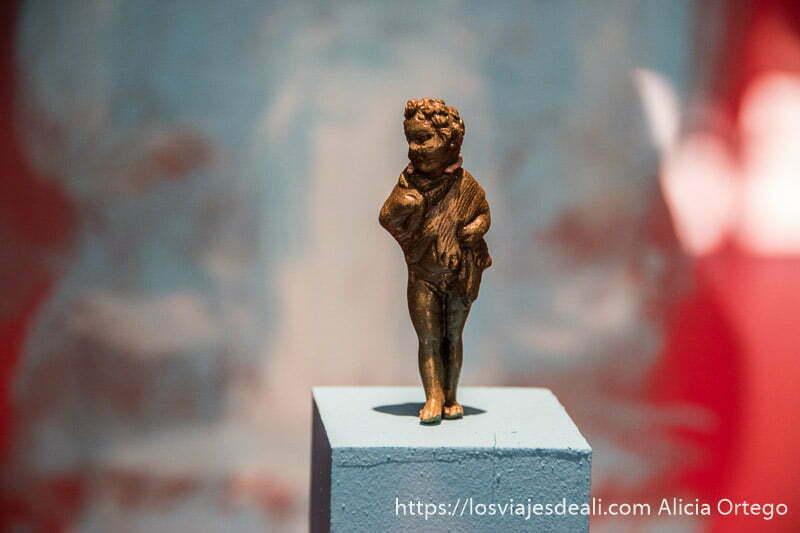 estatuilla de dios romano en el museo arqueológico de belem