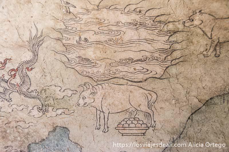 pintura mural antigua donde se ve a un toro y una especie de lago con patos y un dragón a la izquierda