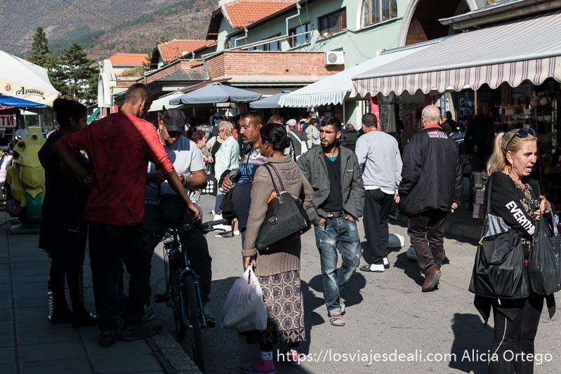 gitanos de Bulgaria en el mercado de sliven