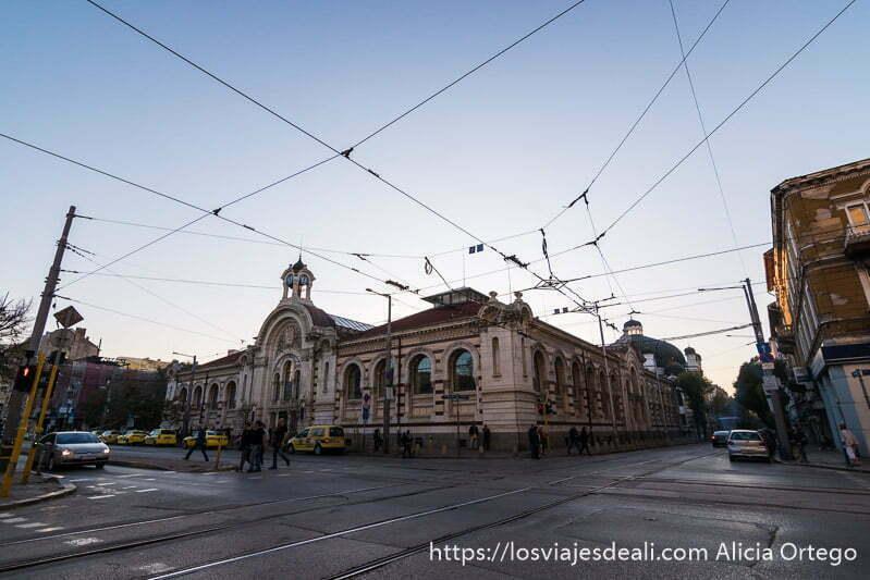 cruce del boulevard de sofía con cables de tranvía