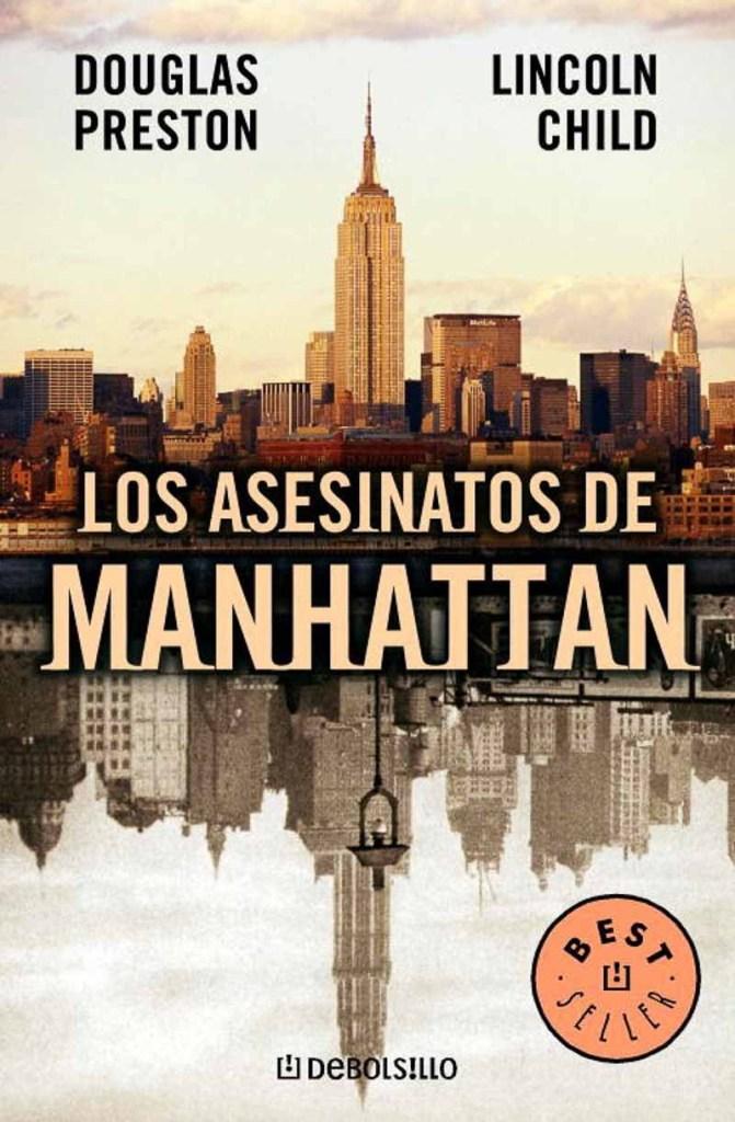 portada de Los asesinatos de Manhattan con foto del skyline reflejada en el agua entre mis recomendaciones de novela policíaca de suspense o novela negra para viajar