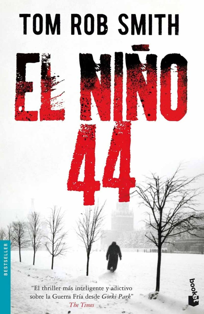 portada de El niño 44 de Tom Rob Smith donde se ve a un hombre andando en la nieve con el kremlin al fondo
