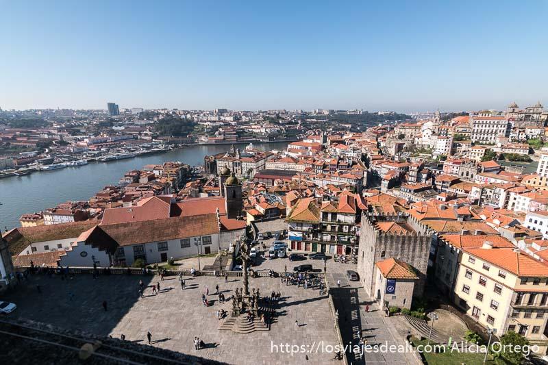 vista aérea desde la torre de la catedral uno de los lugares que ver en Oporto