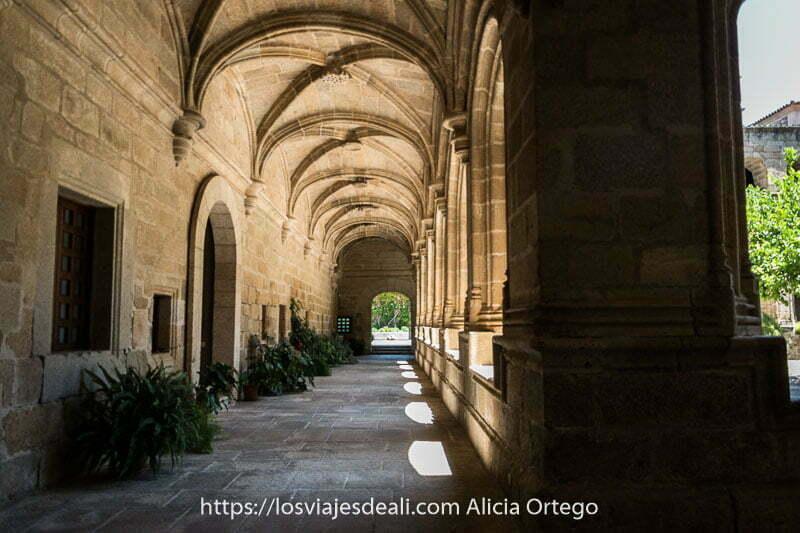 arcos del claustro del conventual de san benito