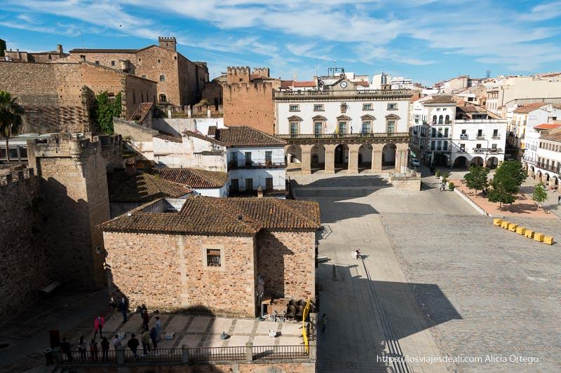 vistas de la plaza mayor desde la torre de bujaco