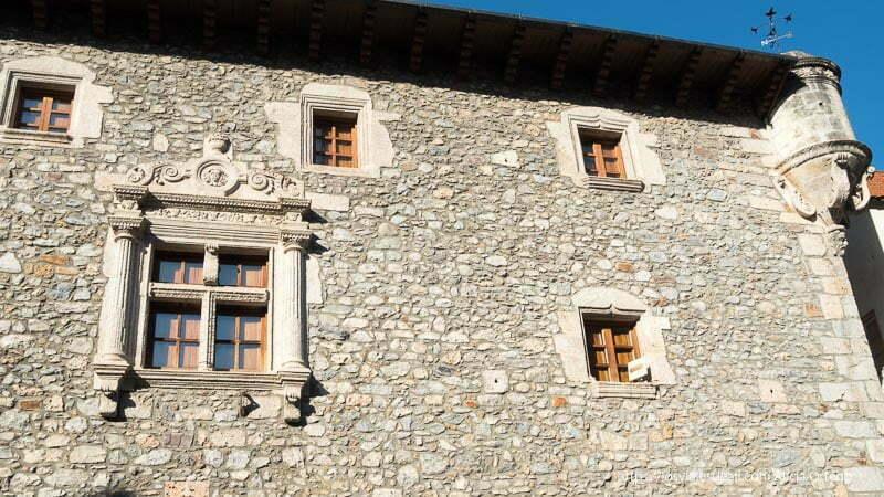 fachada palacio gótico de bielsa