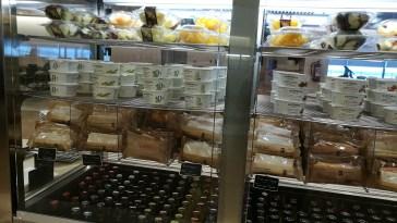 Sandwiches frios y yogures en la Sala Cibeles