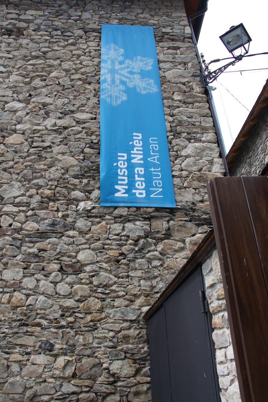 img_4352.jpg.  -Entrada museo de la nieve,Unha-