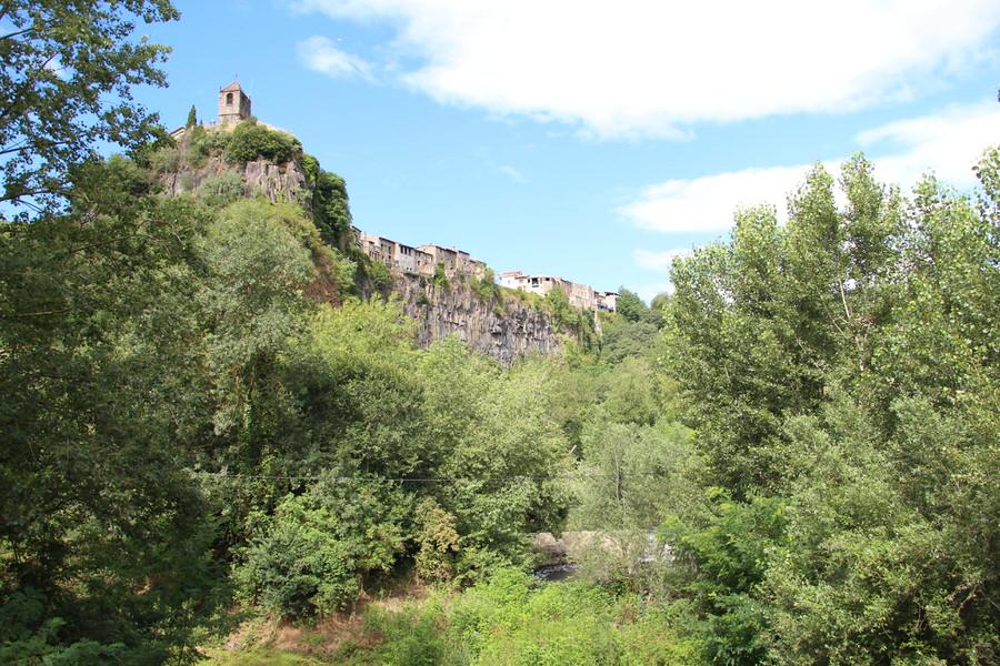 img_4447.jpg  -Otra vista de Castellfullit de la Roca desde la pasarela-