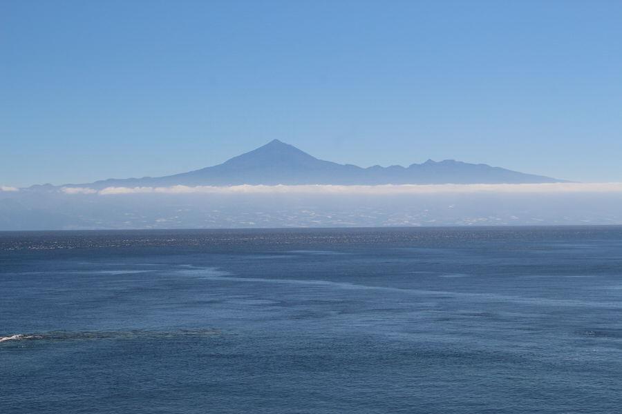 Vistas del Teide desde la Playa de la Cueva.San Sebastián de la Gomera