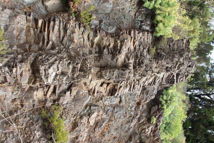 Dique,conducto de emisión de lava en El bailadero.La Gomera