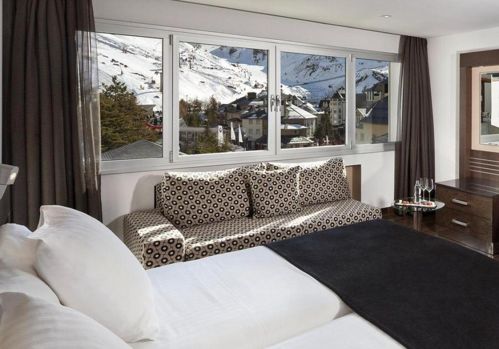 https://www.booking.com/hotel/es/sol-y-nieve.es.html?aid=1141340;sid=9bd589326de71051e05cc467da89fec4;all_sr_blocks=1334501_95137371_0_1_0;checkin=2019-12-19;checkout=2019-12-22;dest_id=900040207;dest_type=city;dist=0;from_ski_sr=1;group_adults=2;group_children=0;hapos=27;highlighted_blocks=1334501_95137371_0_1_0;hpos=27;no_rooms=1;room1=A%2CA;sb_price_type=total;sr_order=popularity;srepoch=1574853185;srpvid=d5b24ee0d5f70162;type=total;ucfs=1&#hotelTmpl