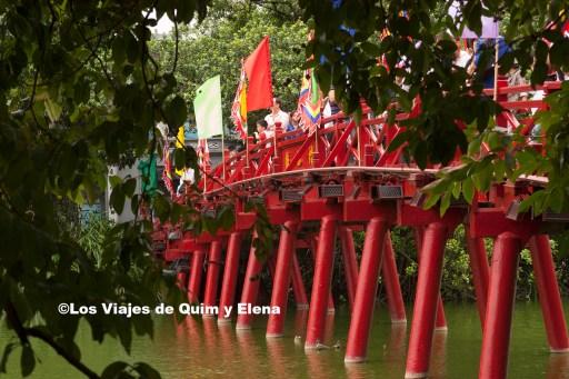 Puente The Huc de visita por Hanoi