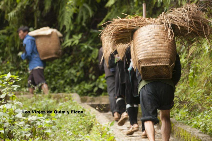 Hombres trabajando cerca de Tien Sa