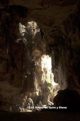La cueva tiene de todo