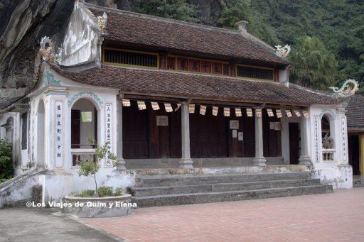 Dentro de la Pagoda de Trang An