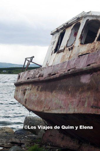 Pesquero abandonado en Puerto Natales