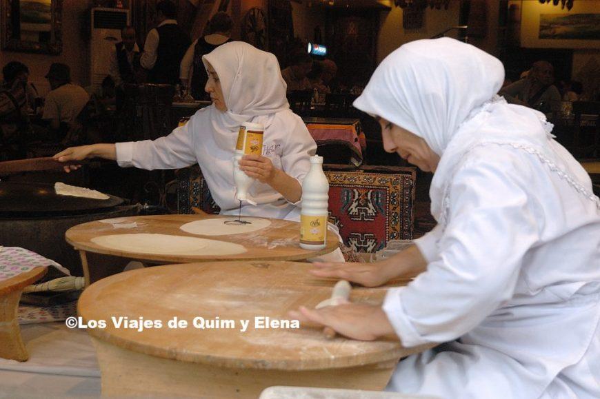 Mujeres haciendo creps