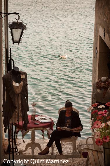 Leyendo en Rovinj a orillas del adriático
