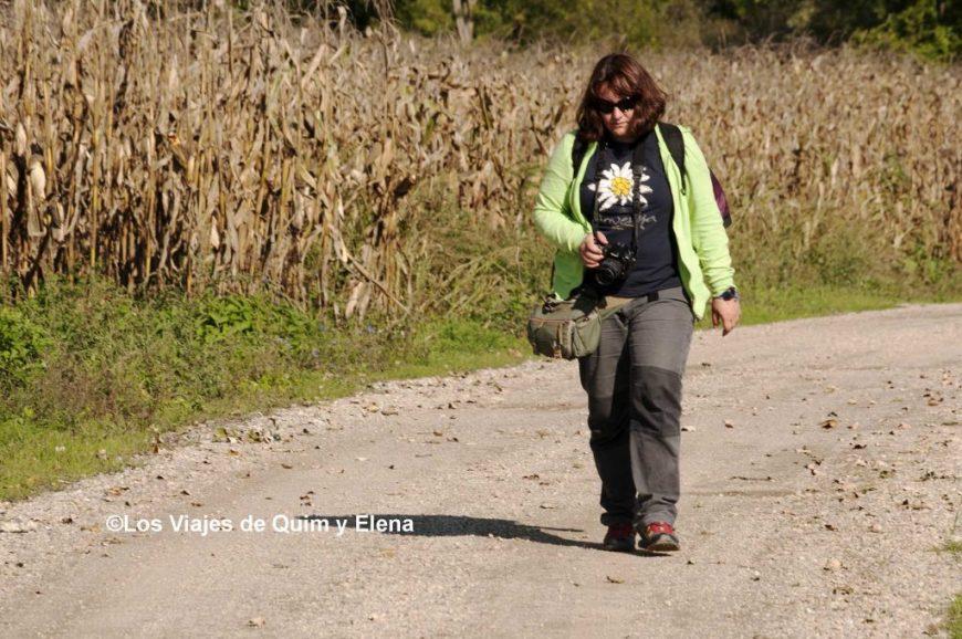 Elena en la ruta por Cigoc