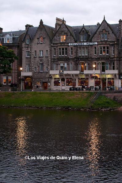 Paseo junto al río en Inverness