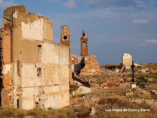 Plaza donde incineraron  miles de cuerpos en Belchite