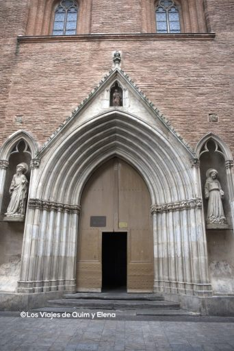 Entrada a la iglesia de Notre-Dame du Taur
