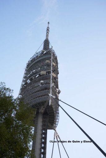 La Torre de Collserola desde la base