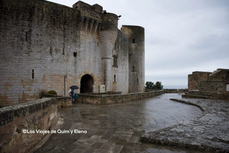 Exterior y entrada principal del Castillo de Bellver