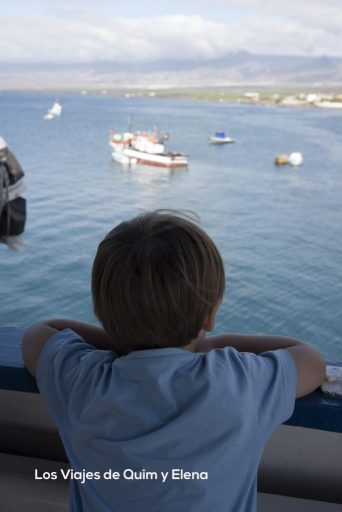 Éric desde el barco antes de zarpar viendo Porto Novo