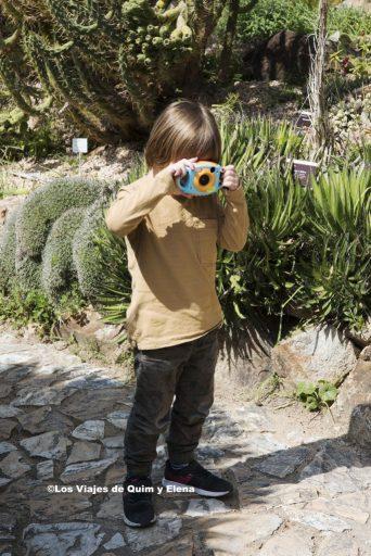 Éric haciendo fotos en el Jardín Botánico Marimurtra