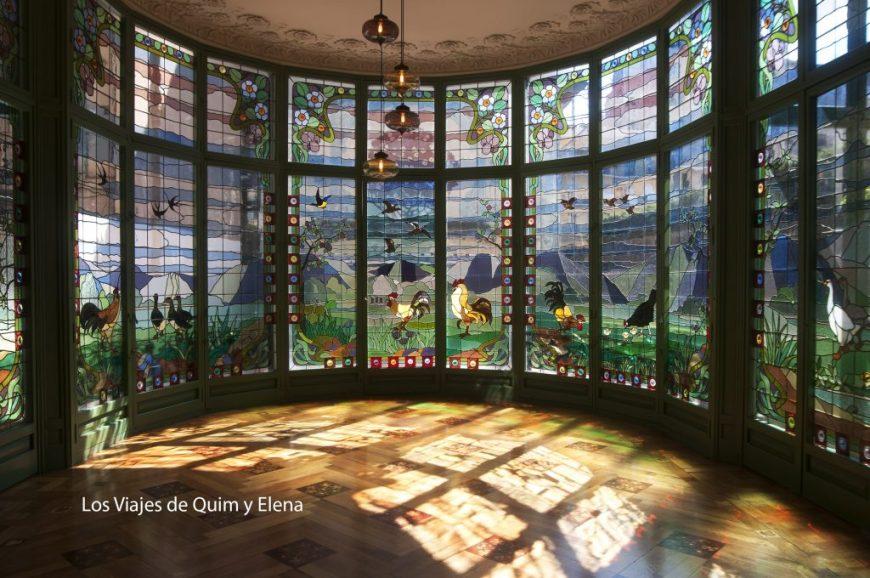 La espectacular vidriera de la Casa Lleo i Morera