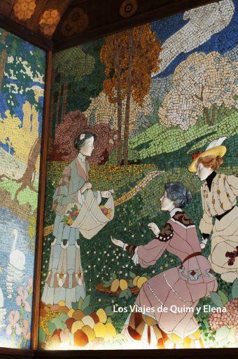 Detalle de un espectacular mosaico con arrimaderos cerámicos