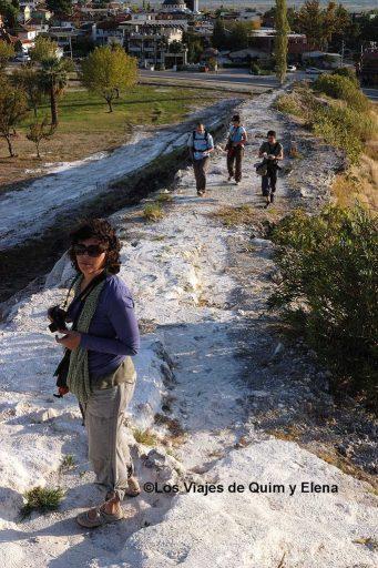 Nuri y el resto intentando entrar gratis en Pamukkale